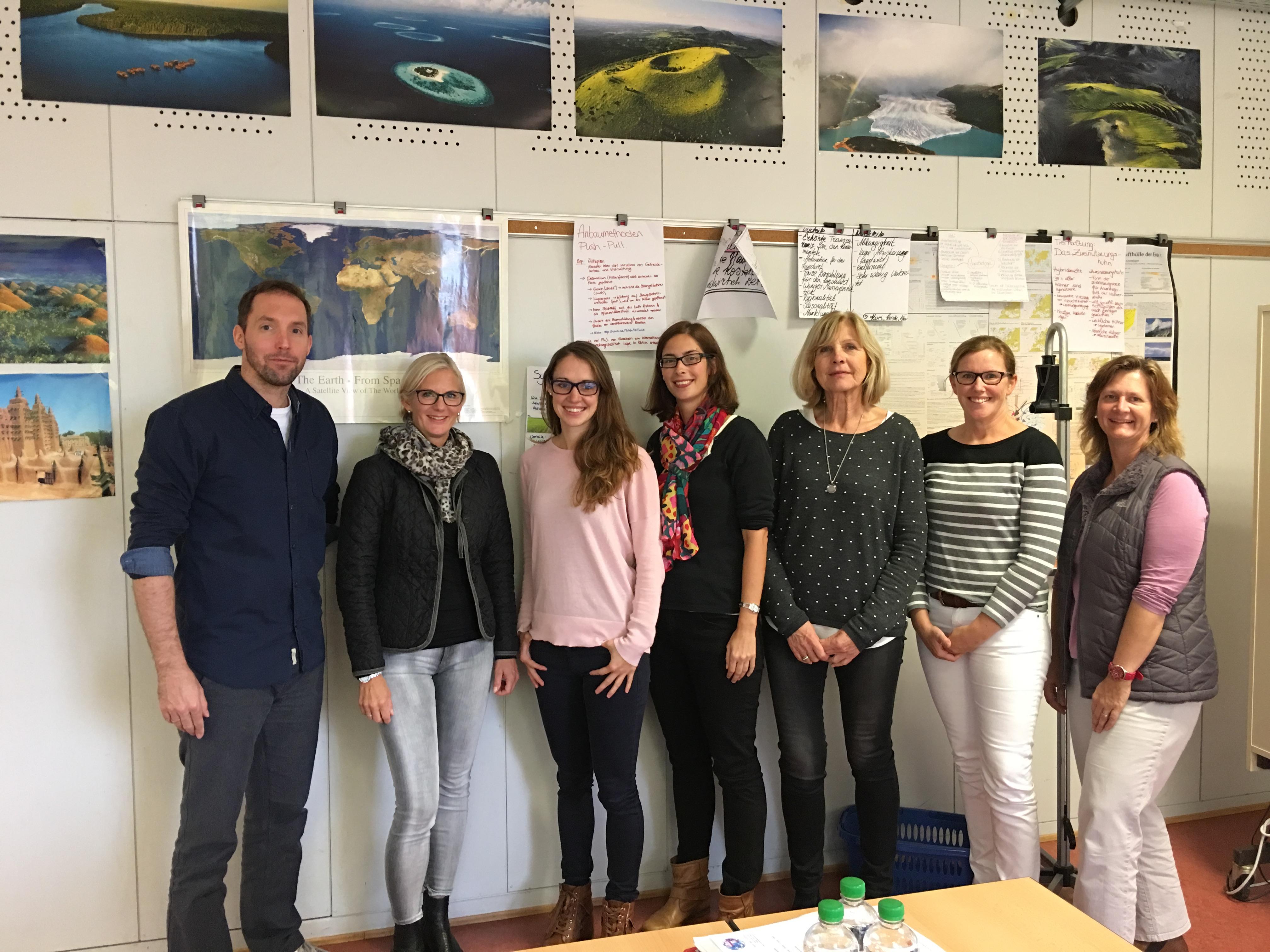 Frau Kliesch, Frau Müller, Frau Rosche, Frau Moneke, Herr Felten, Herr Frede, Frau Lauth, Frau Rose und Frau Bulian (von links)