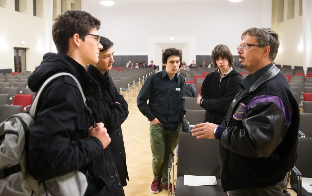 Luka Banse und Fabian Mayer im Gespräch mit Prof. Dr. Roth