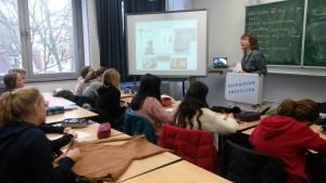 """Frau Voß mit Schülern der 7a/b bei der """"Expedition Grönland"""""""